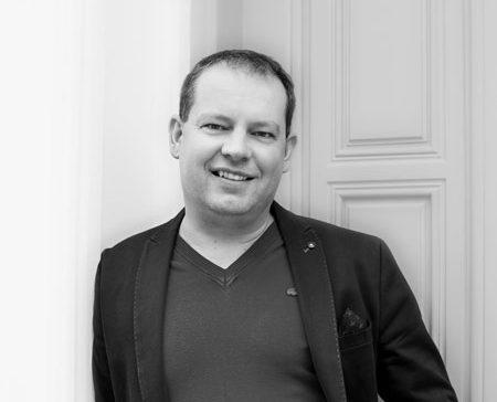CEO H-One.cz-Jaroslav Čapka-světě-financí-poradenství -finanční-nezávislosti-H-ONE world s.r.o.Elektřina, plyn, nákupy, dovolená, víno